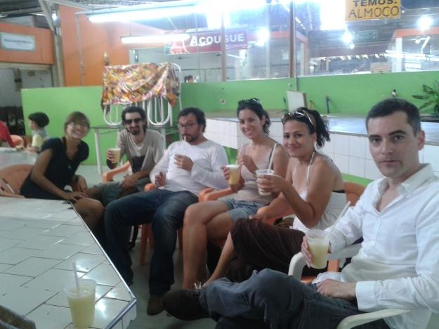 Tomando um suco de cupuaçú no mercado em Rio Branco.